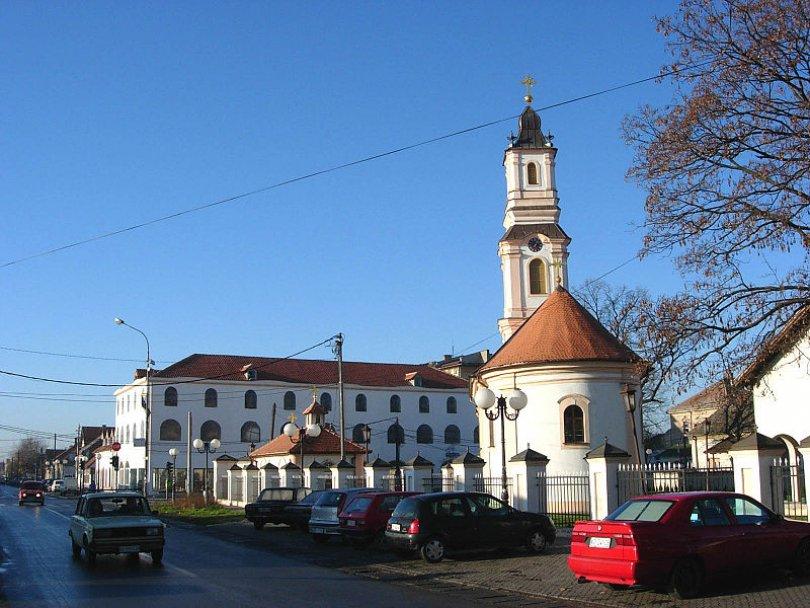batajnica-crkva-svetog-arhangela-gavrila-foto-vikipedija-1370066541-186157